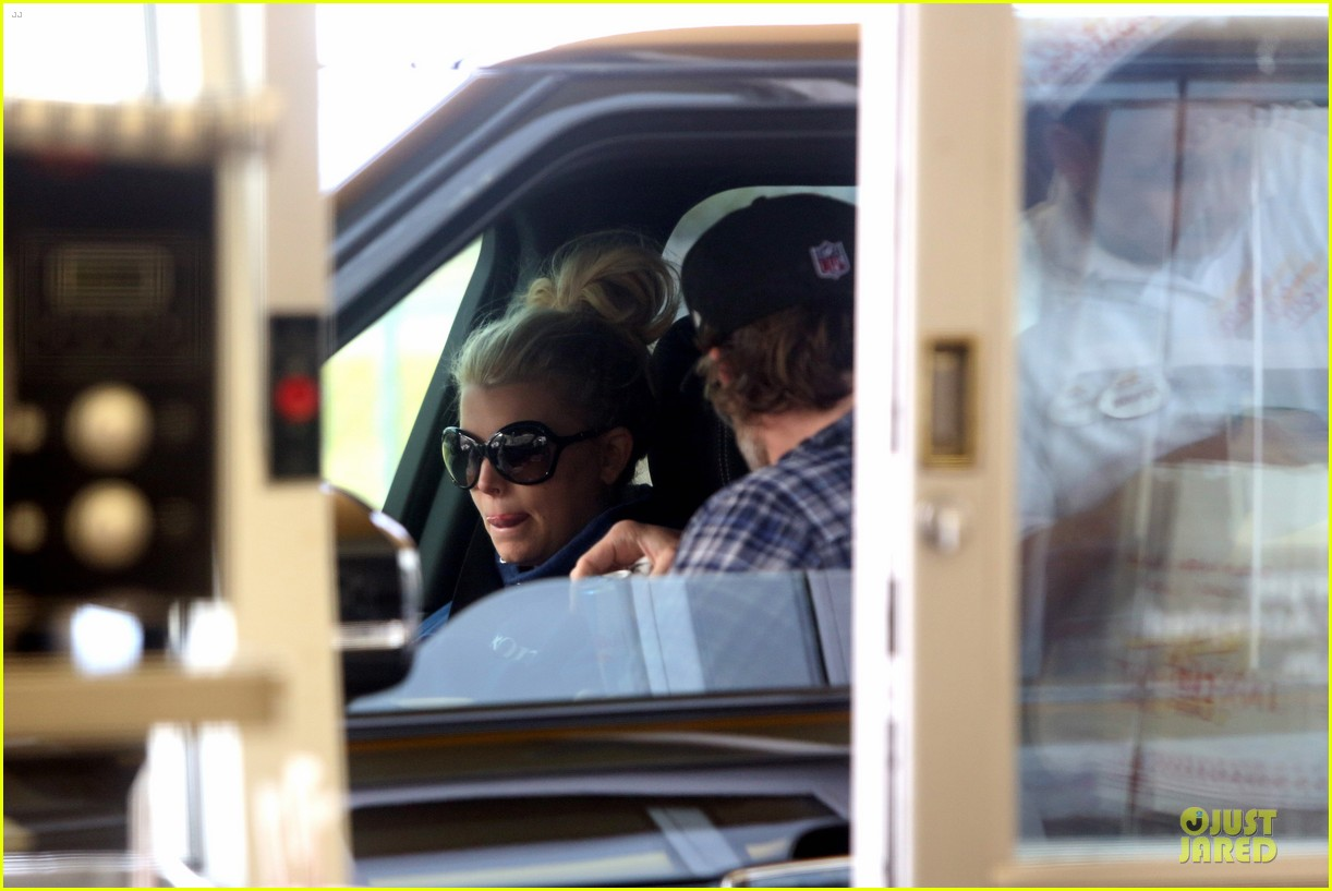jessica simpson fewer cravings in second pregnancy 102825822
