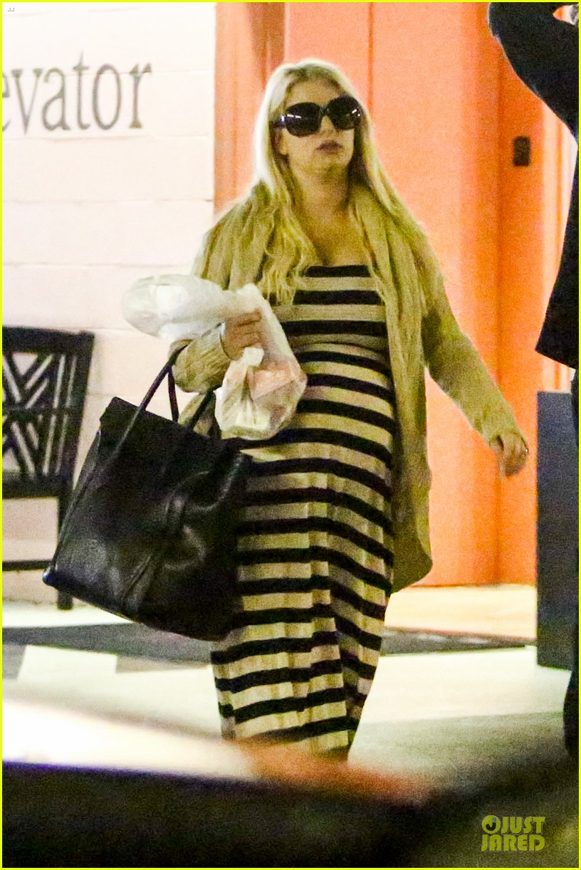 pregnant jessica simpson eric johnson doctors office with maxwell 02
