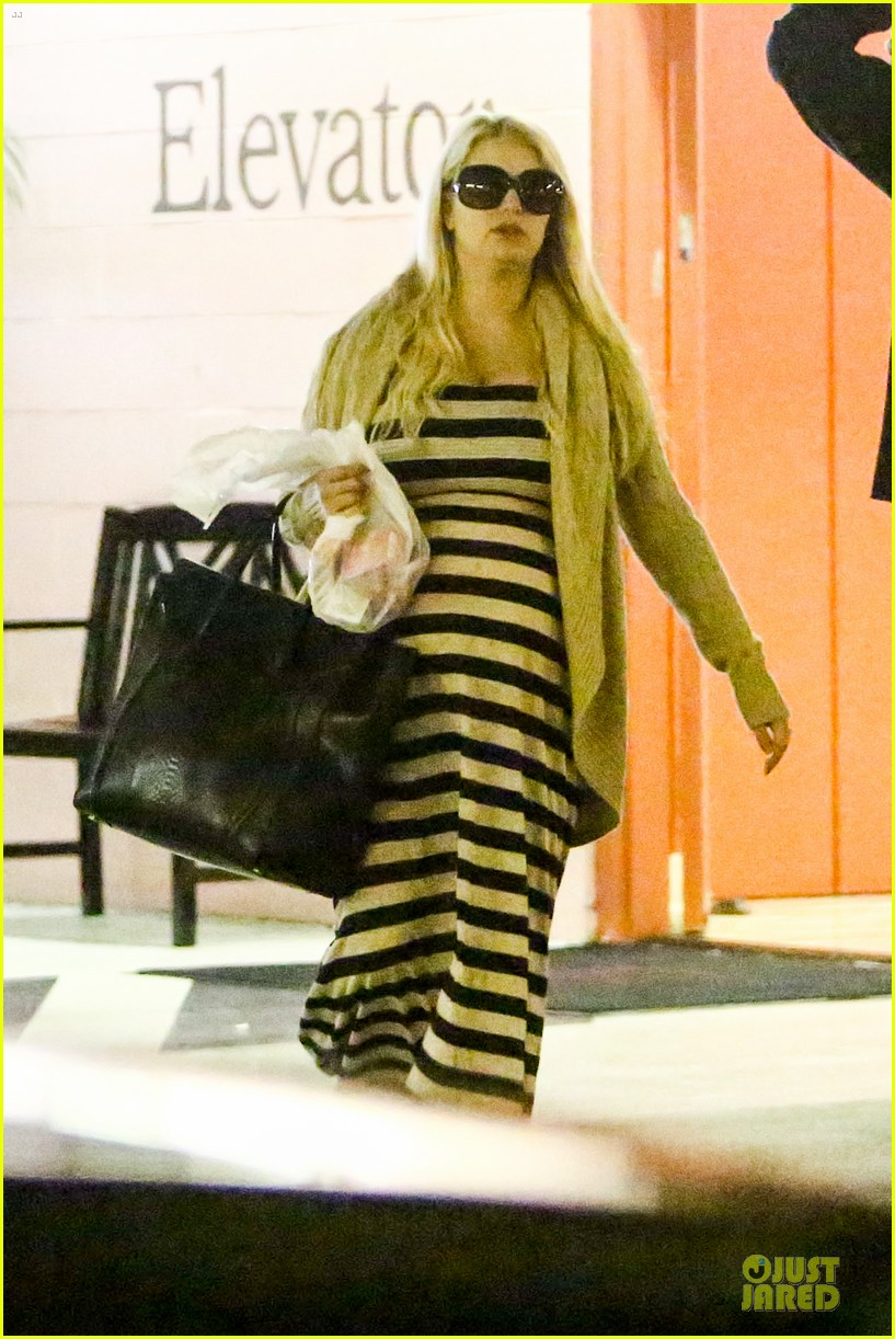 pregnant jessica simpson eric johnson doctors office with maxwell 042839965