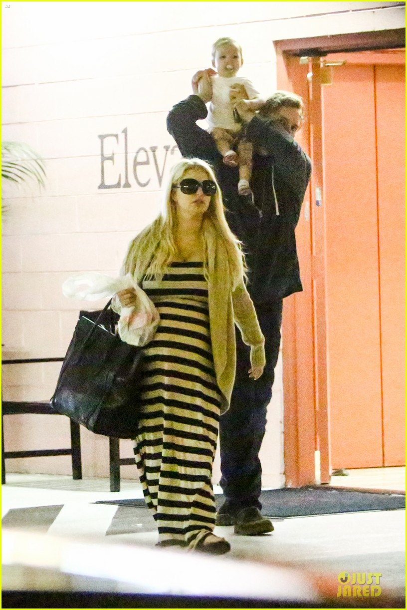 pregnant jessica simpson eric johnson doctors office with maxwell 052839966