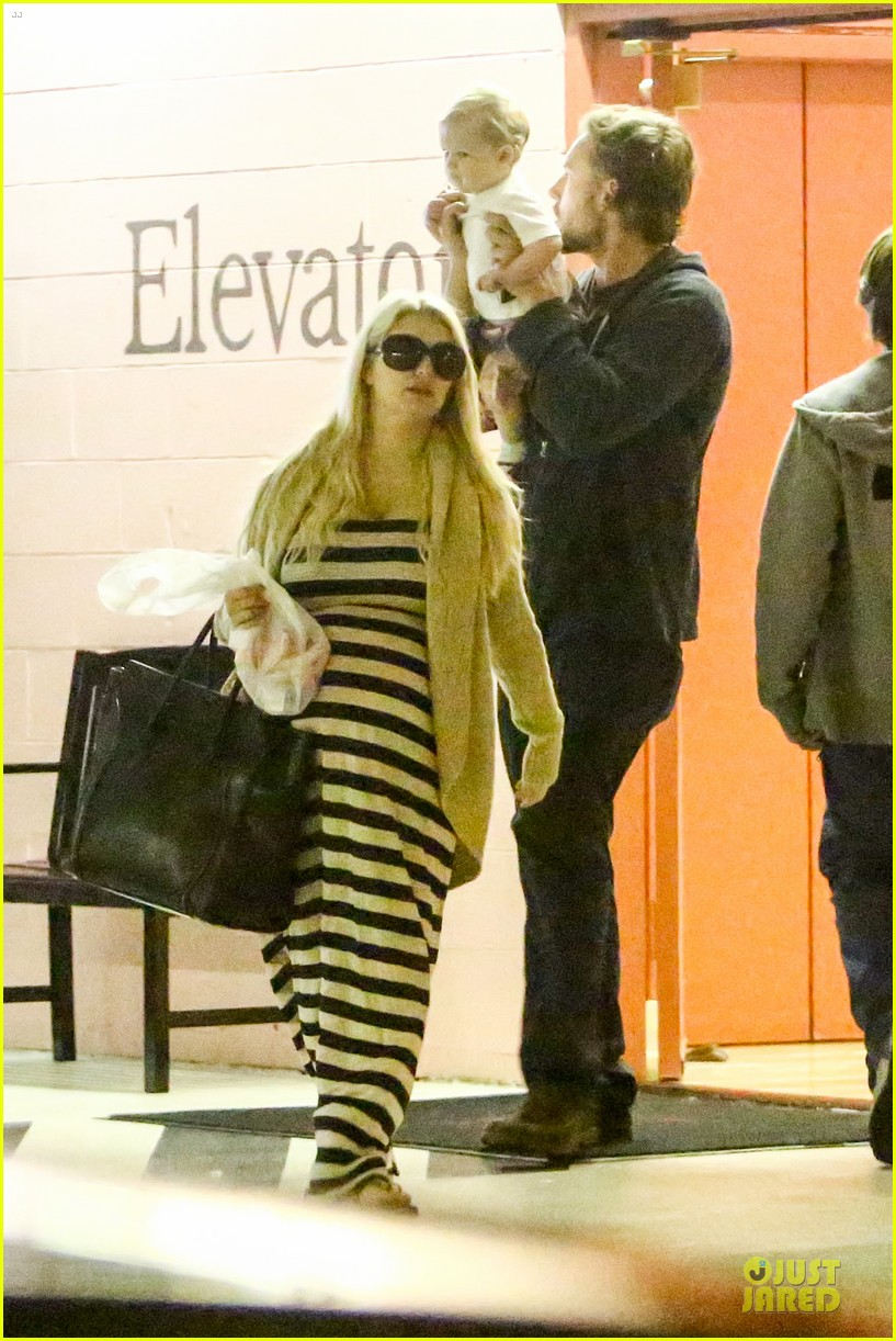 pregnant jessica simpson eric johnson doctors office with maxwell 072839968