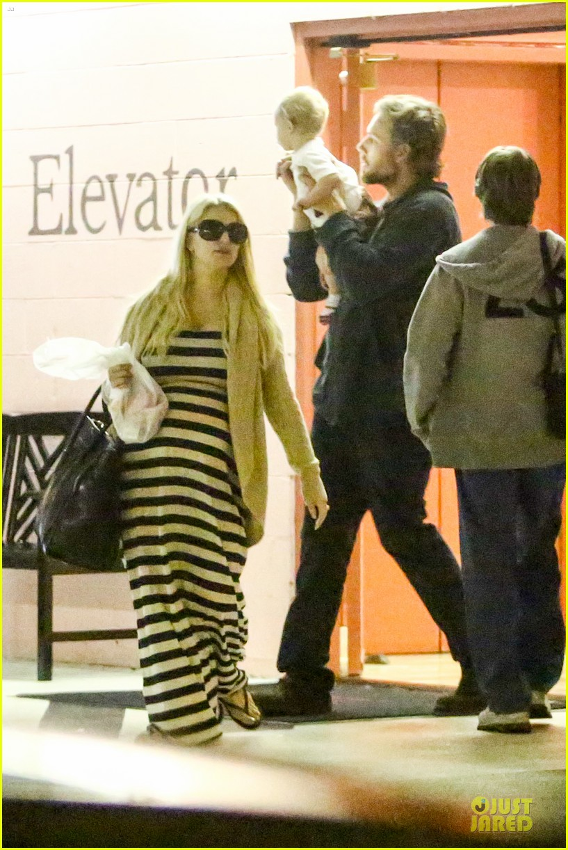 pregnant jessica simpson eric johnson doctors office with maxwell 092839970