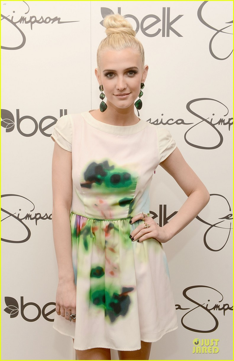 jessica ashlee simpson pelk southpark visit with maxwell 082836340