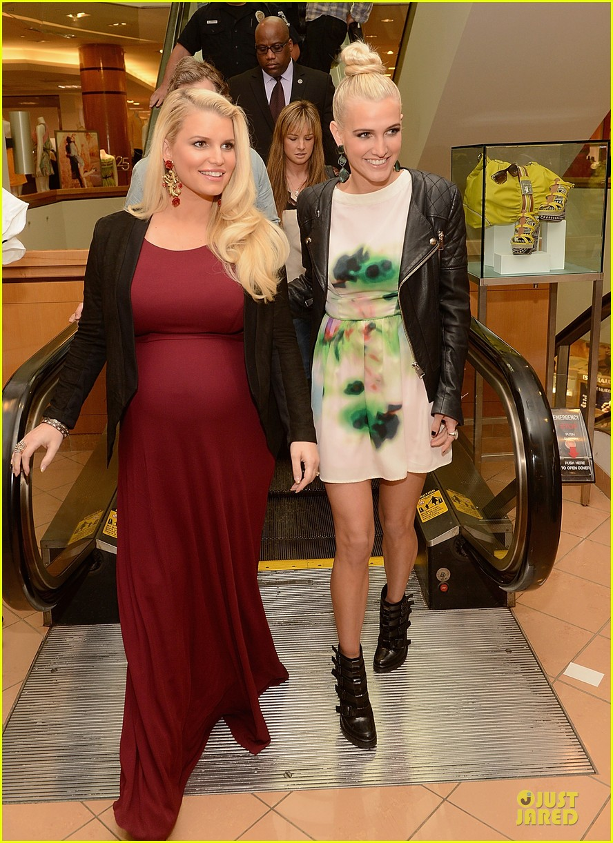 jessica ashlee simpson pelk southpark visit with maxwell 122836344