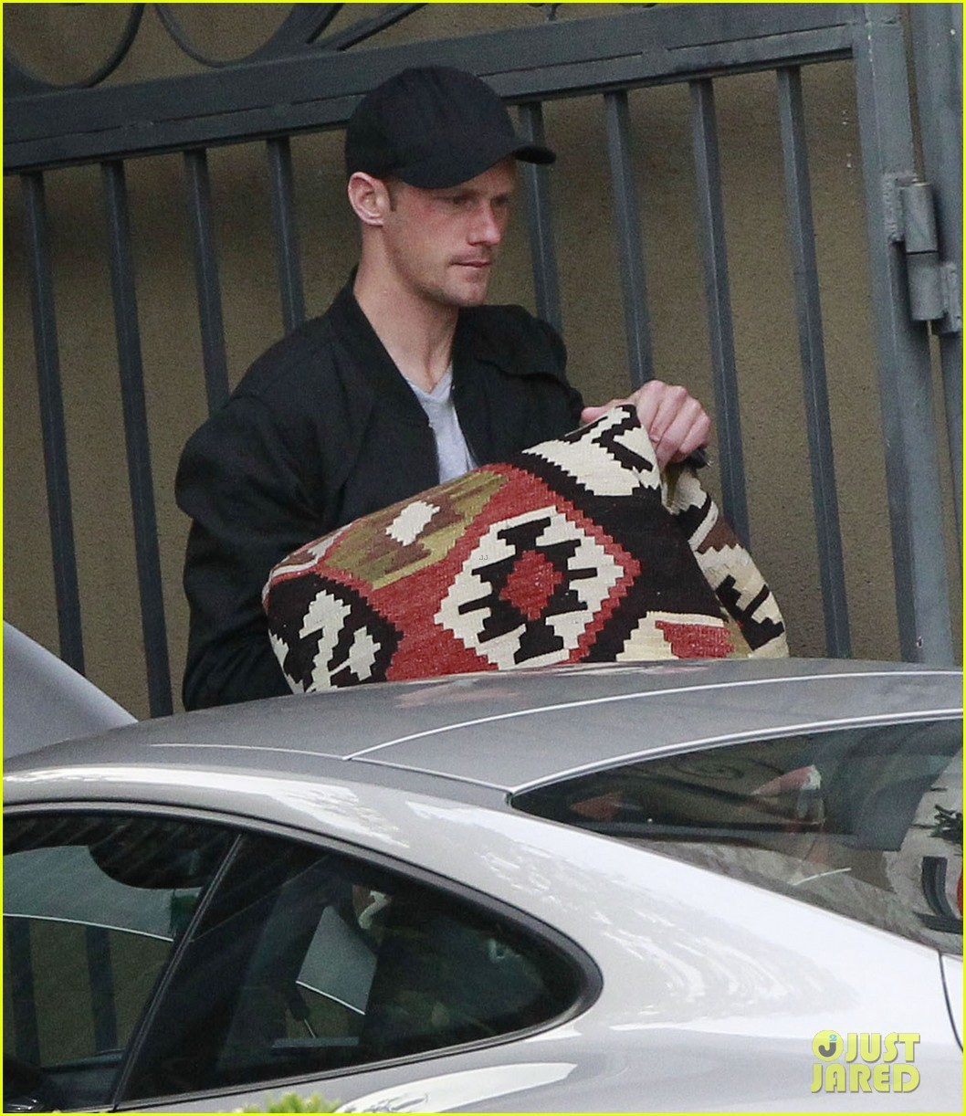 alexander skarsgard bruised eye in los angeles 25