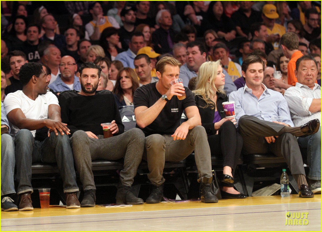 alexander skarsgard lakers game spectator 032836118