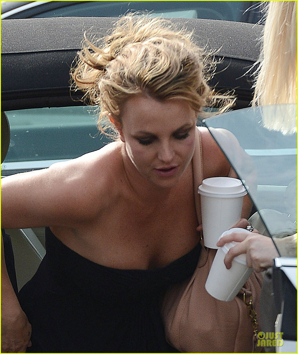 britney spears malibu visiting friend 02