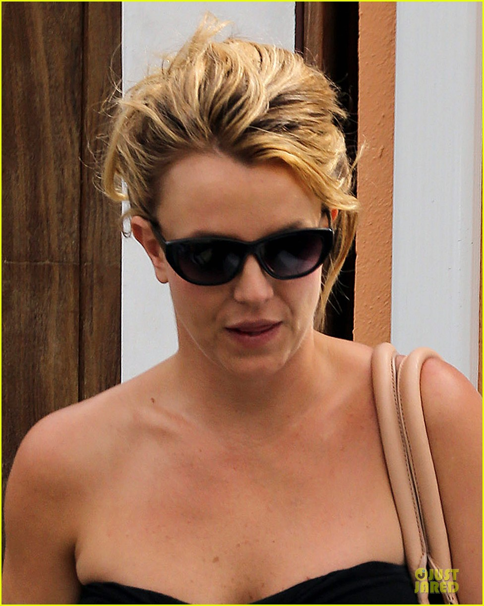 britney spears malibu visiting friend 06