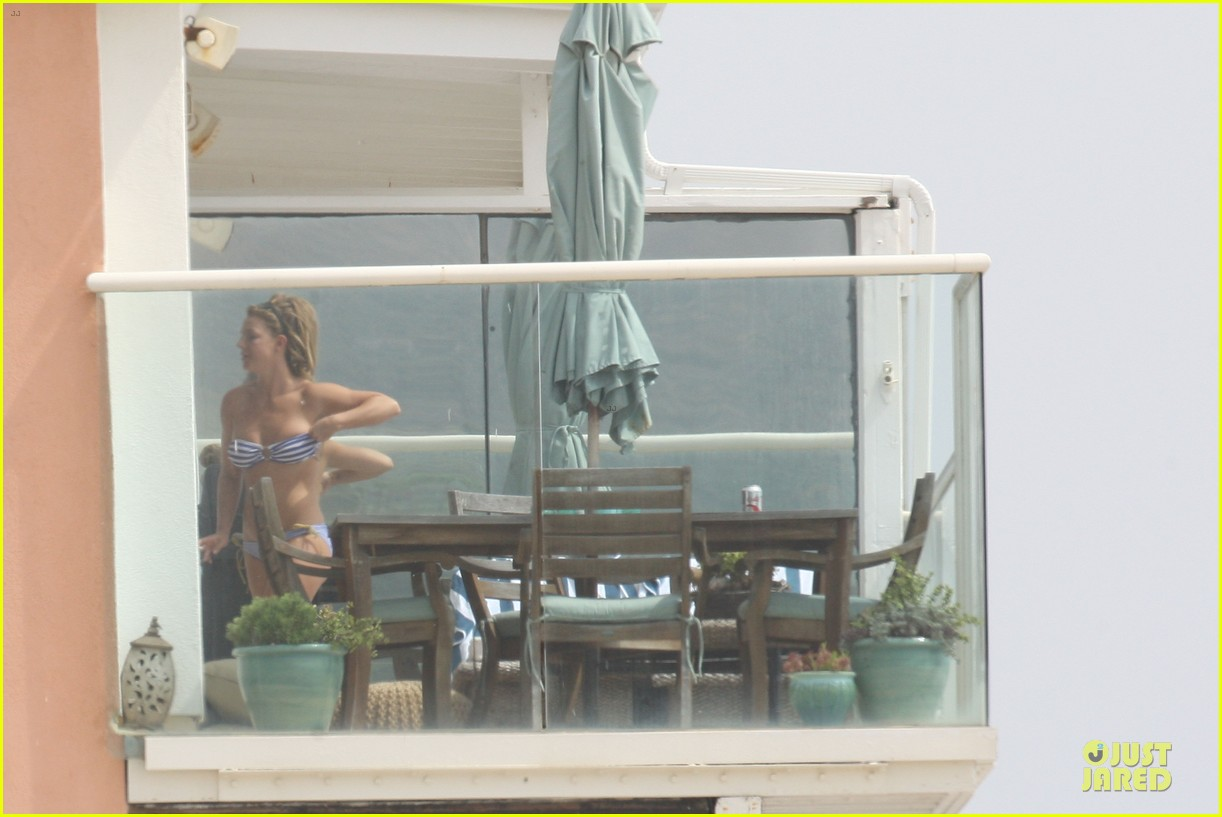 britney spears malibu visiting friend 16
