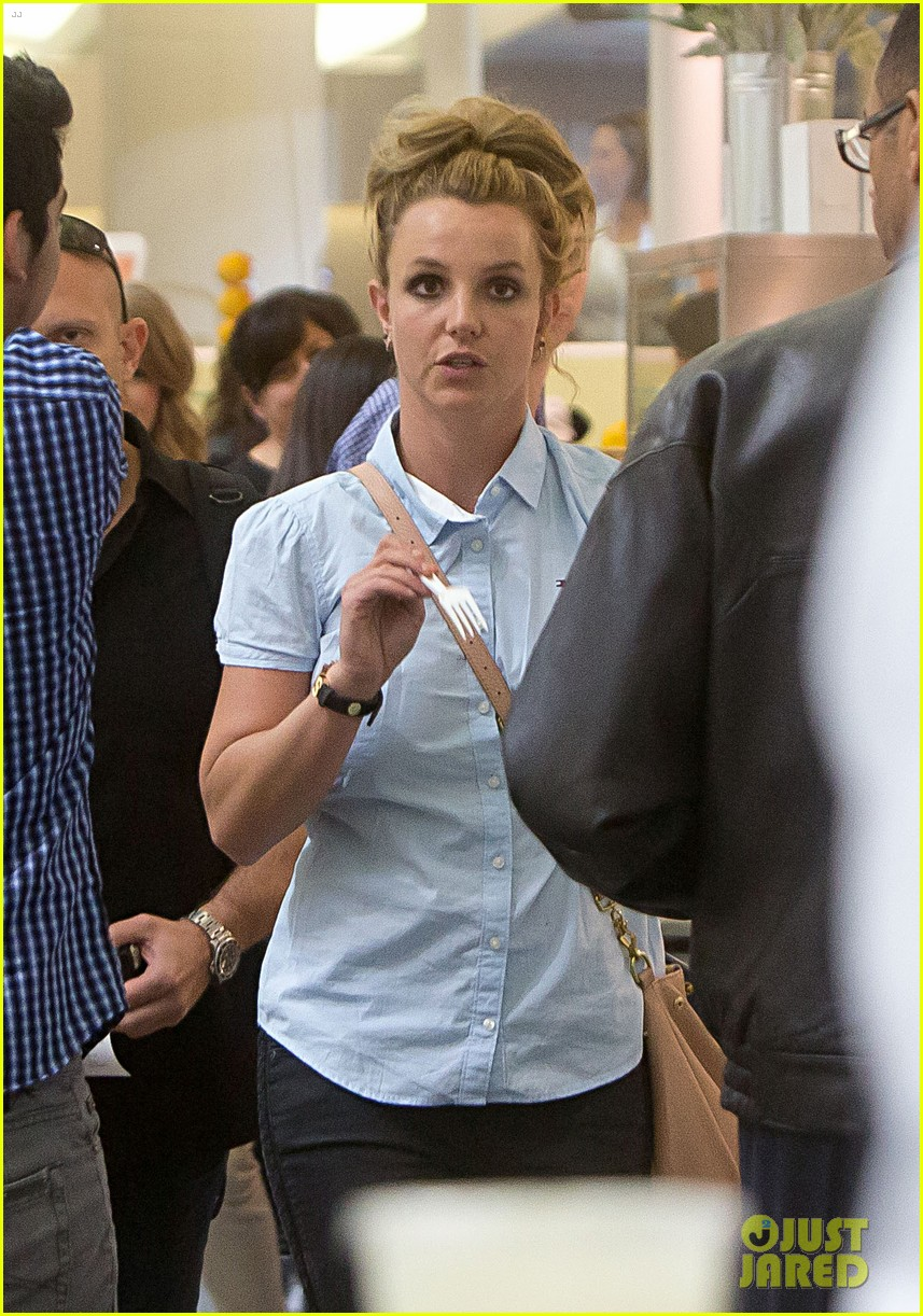 britney spears jets to new orleans with the boys 022839592