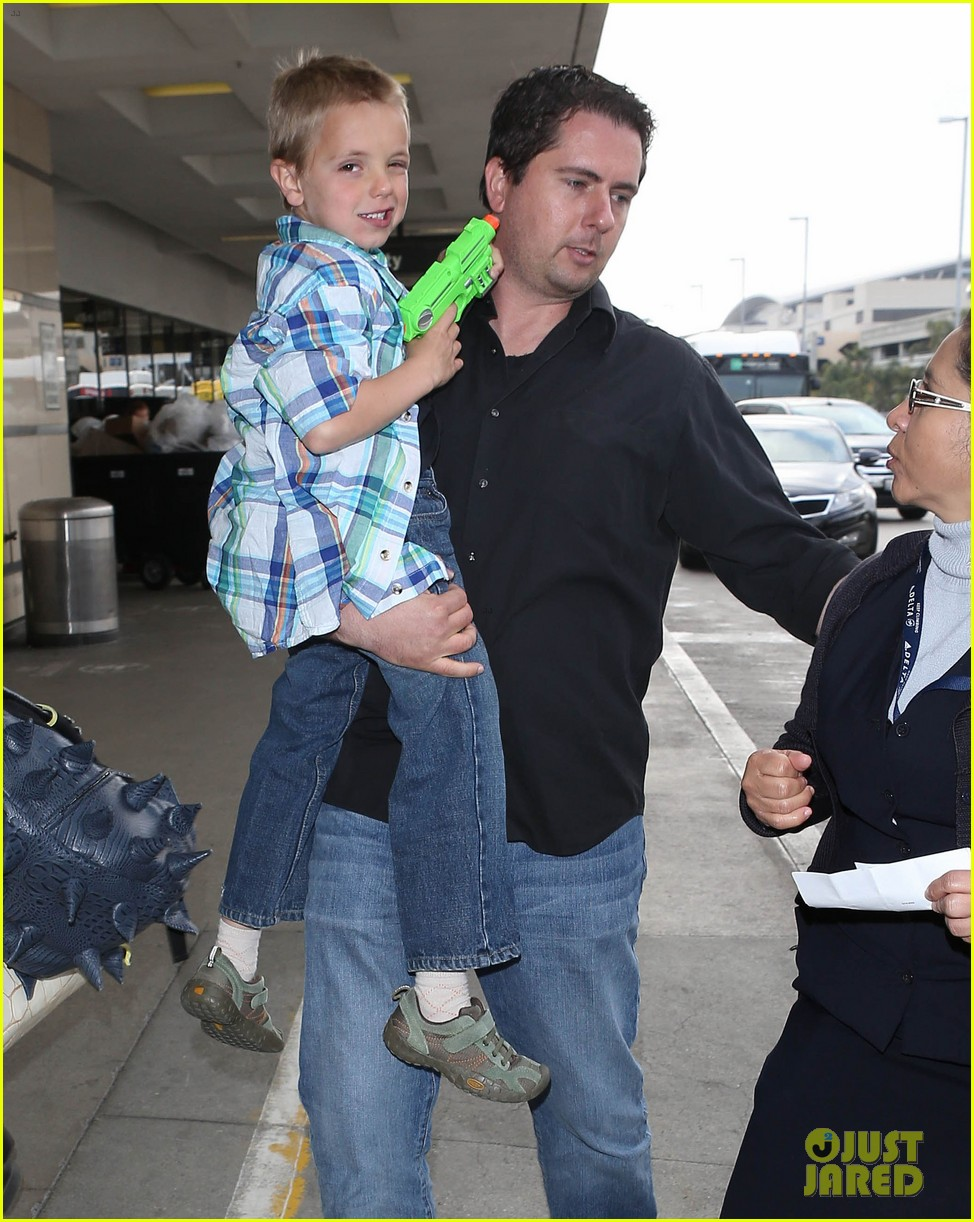 britney spears jets to new orleans with the boys 042839594