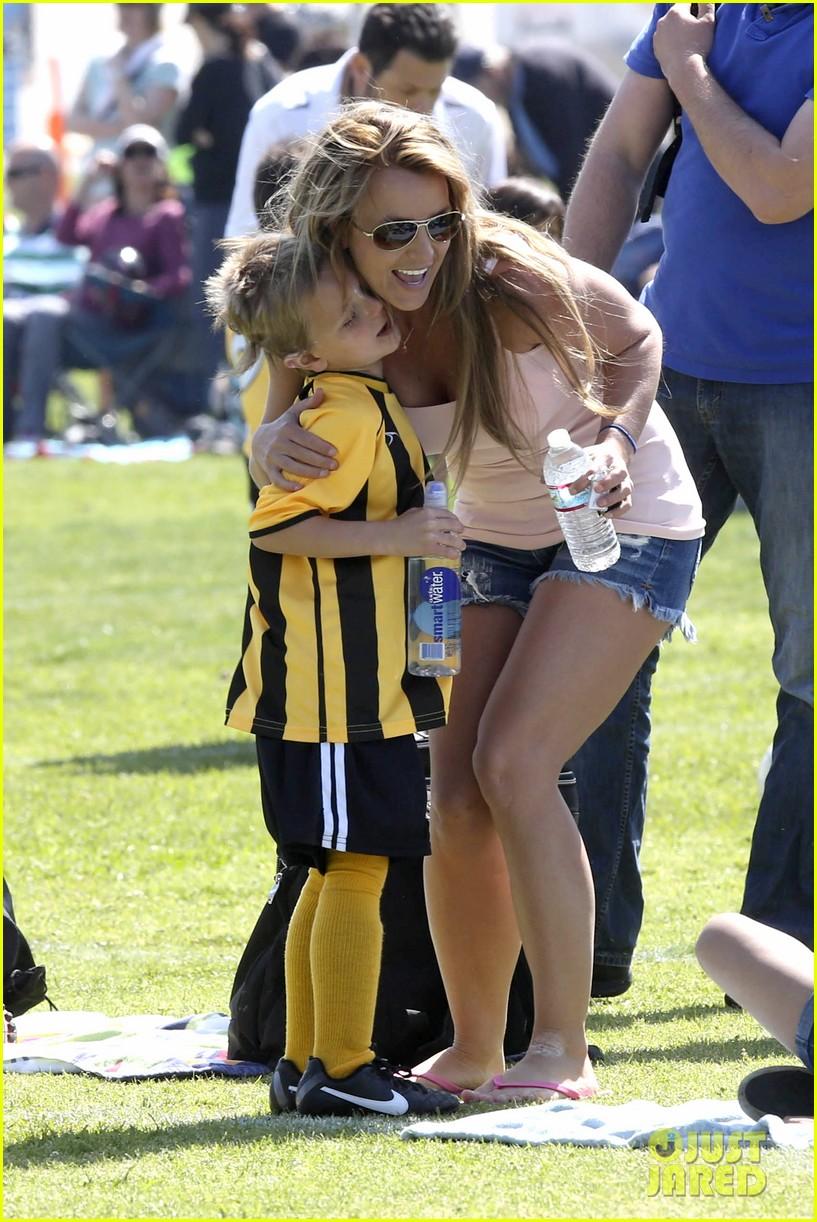 britney spears proud soccer mom 062832395