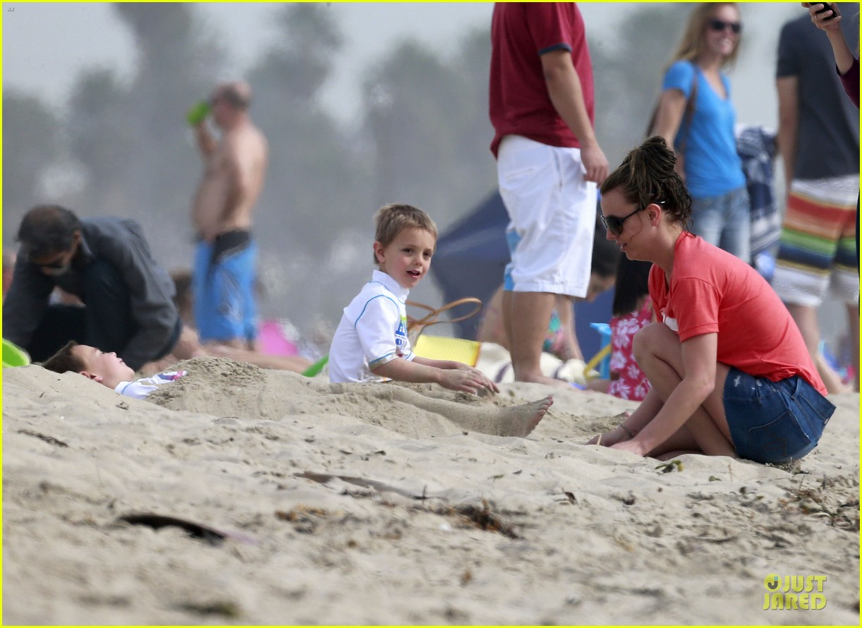 britney spears santa barbara beach day with the boys 06