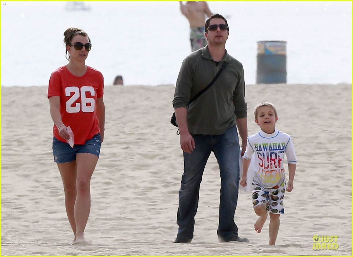 britney spears santa barbara beach day with the boys 142823894