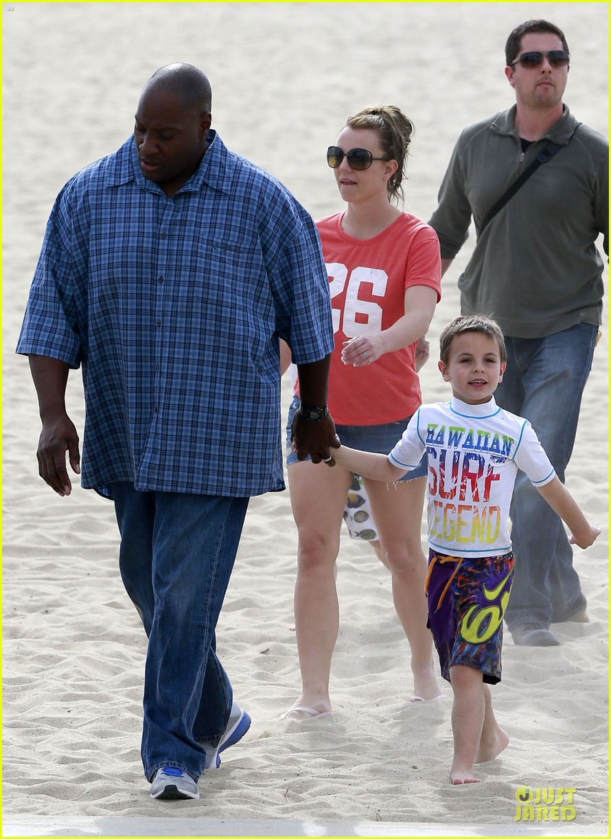 britney spears santa barbara beach day with the boys 182823898