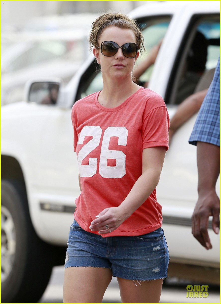 britney spears santa barbara beach day with the boys 21