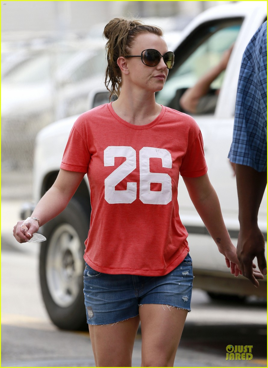 britney spears santa barbara beach day with the boys 222823902