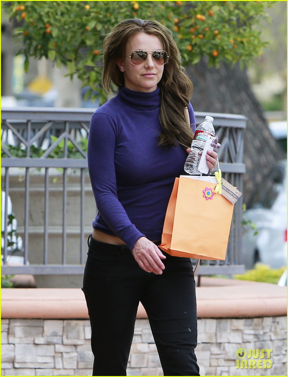 britney spears skin care salon visit 13