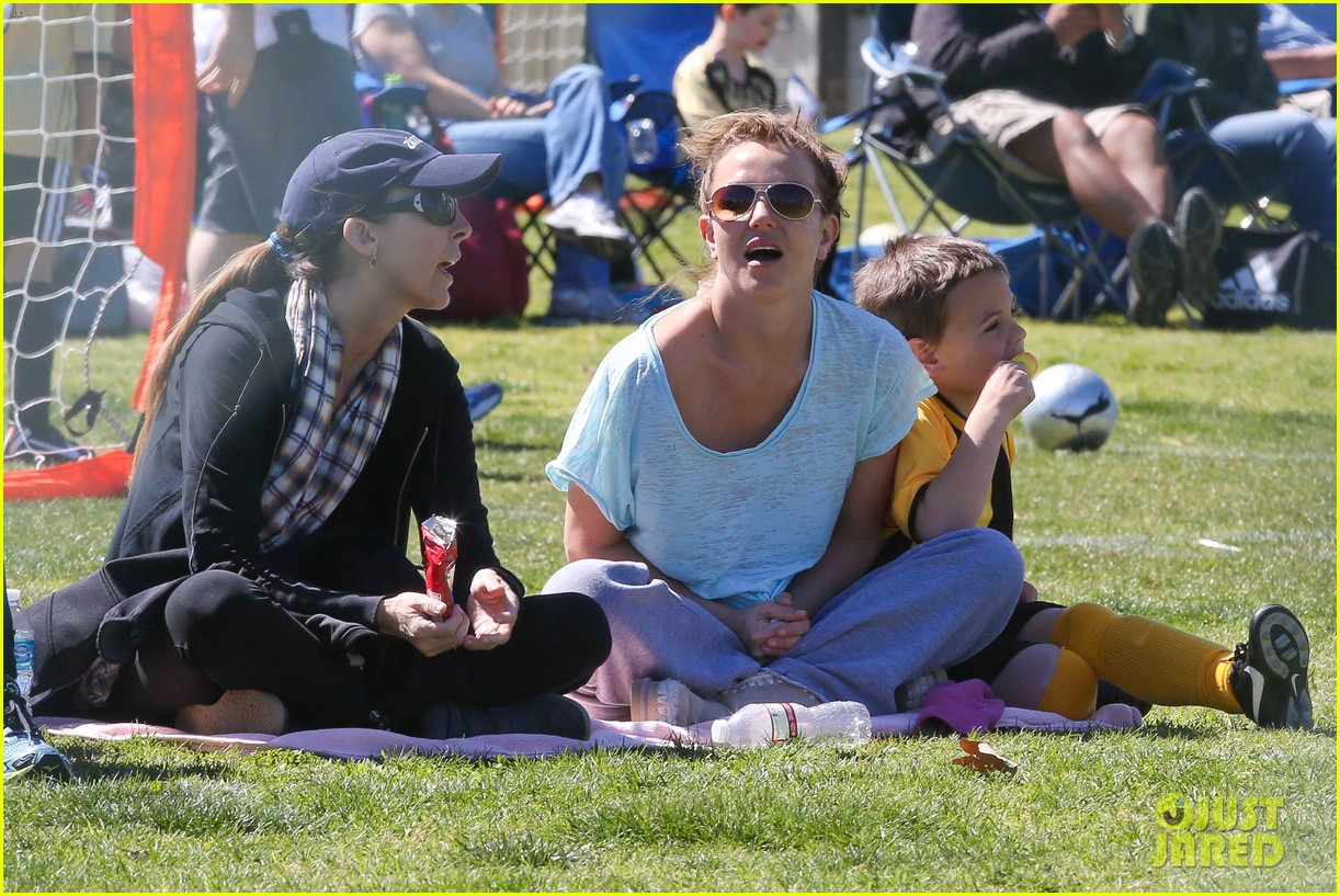 britney spears sunday soccer mom 082828475