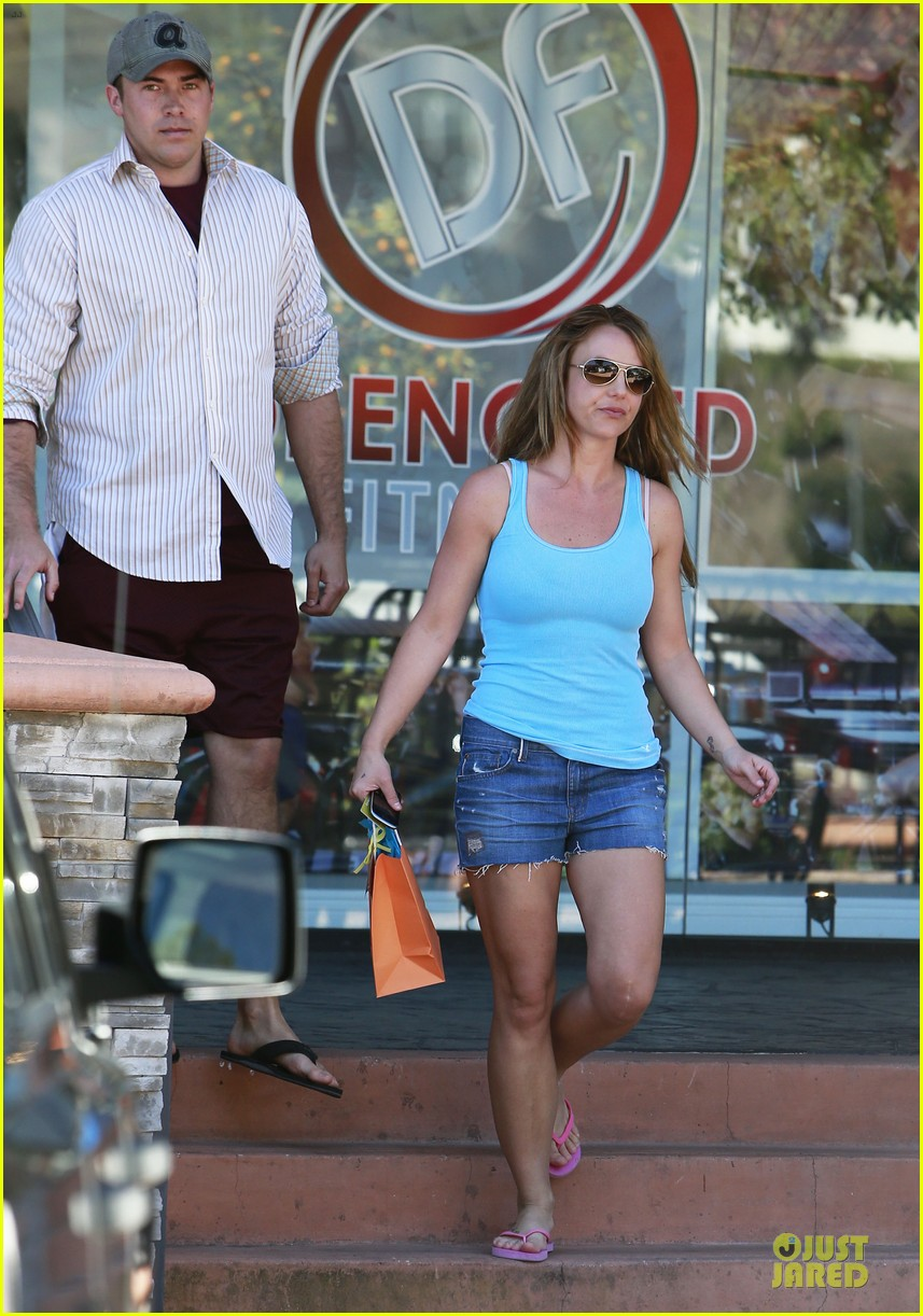 britney spears tanning with david lucado 112828982