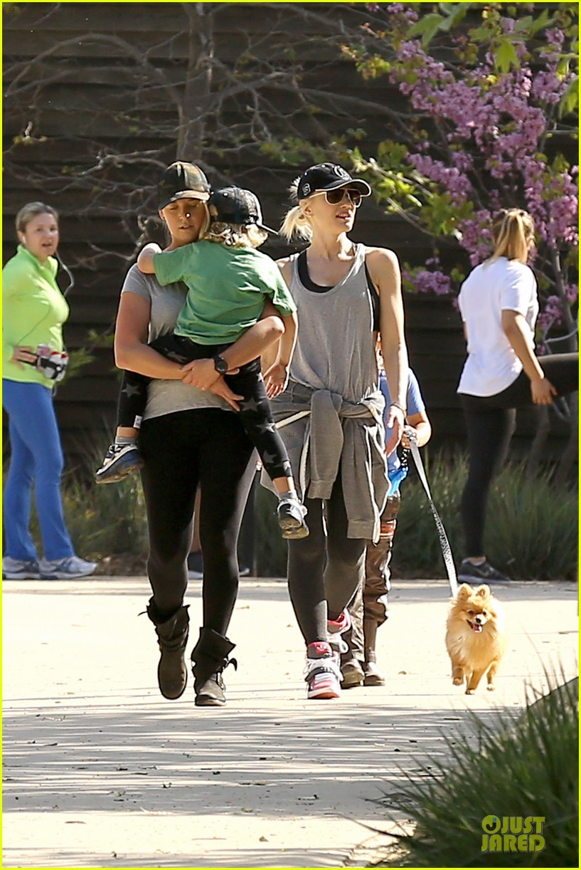 gwen stefani hiking with kingston zuma 022836231