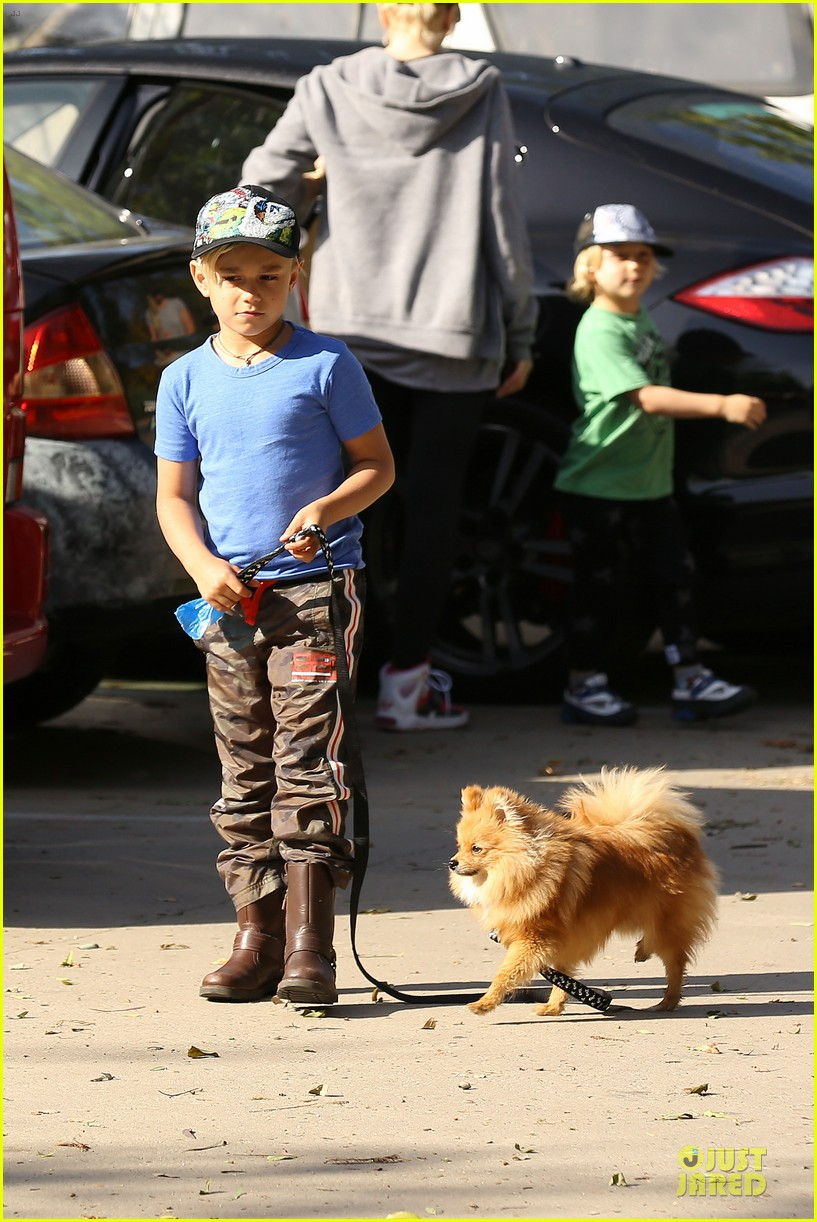 gwen stefani hiking with kingston zuma 032836232