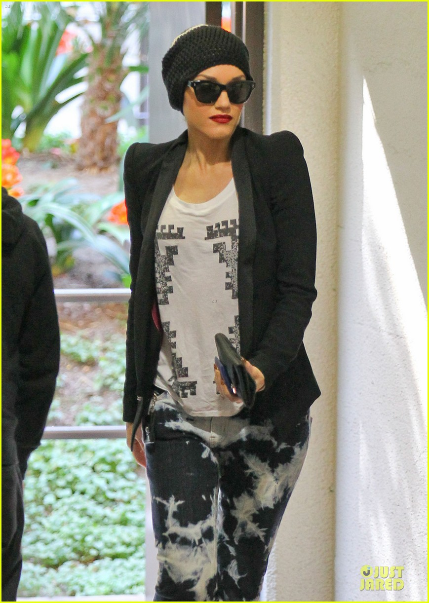 gwen stefani hiking with kingston zuma 042836233