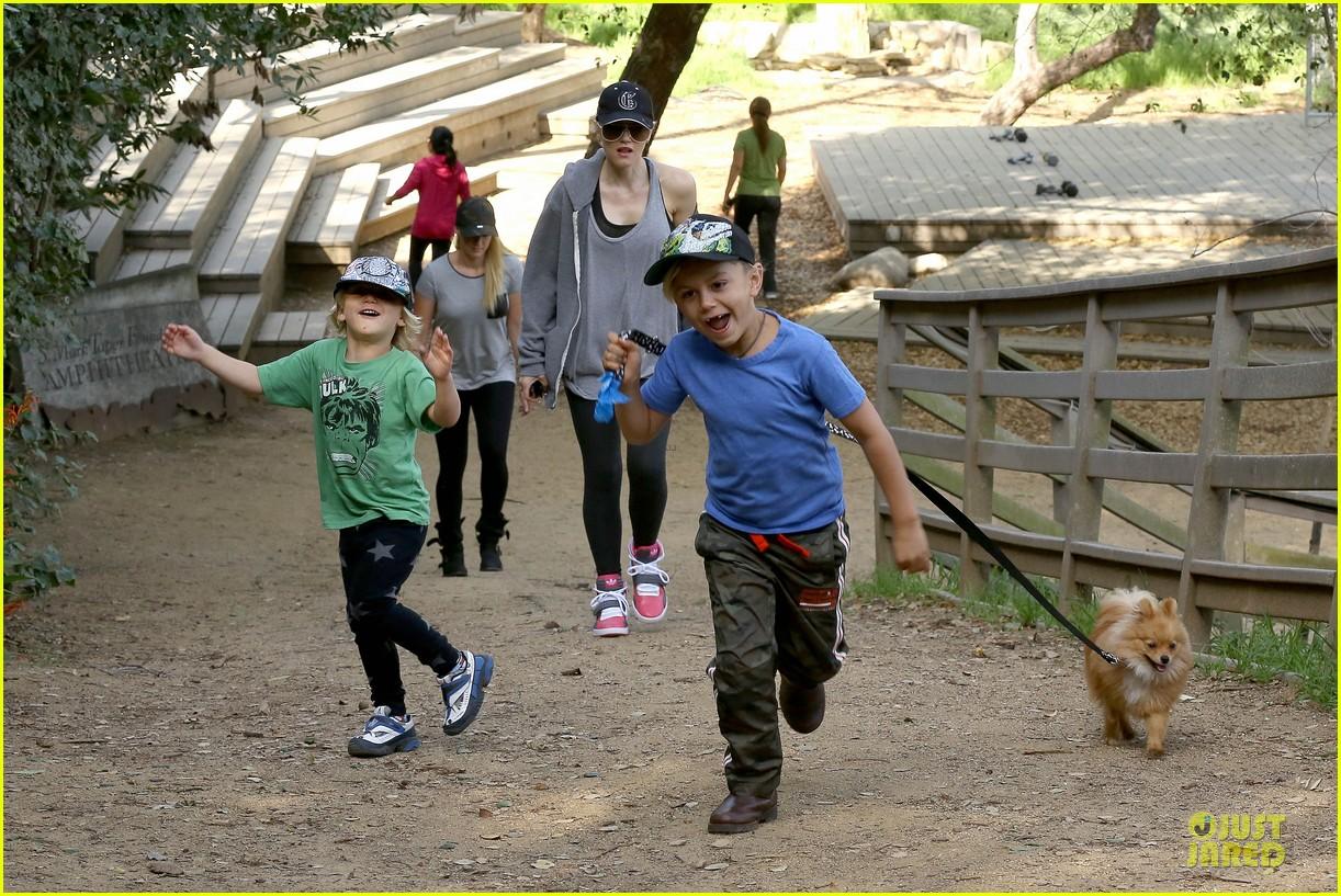 gwen stefani hiking with kingston zuma 13