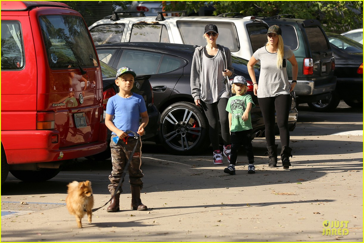 gwen stefani hiking with kingston zuma 262836255
