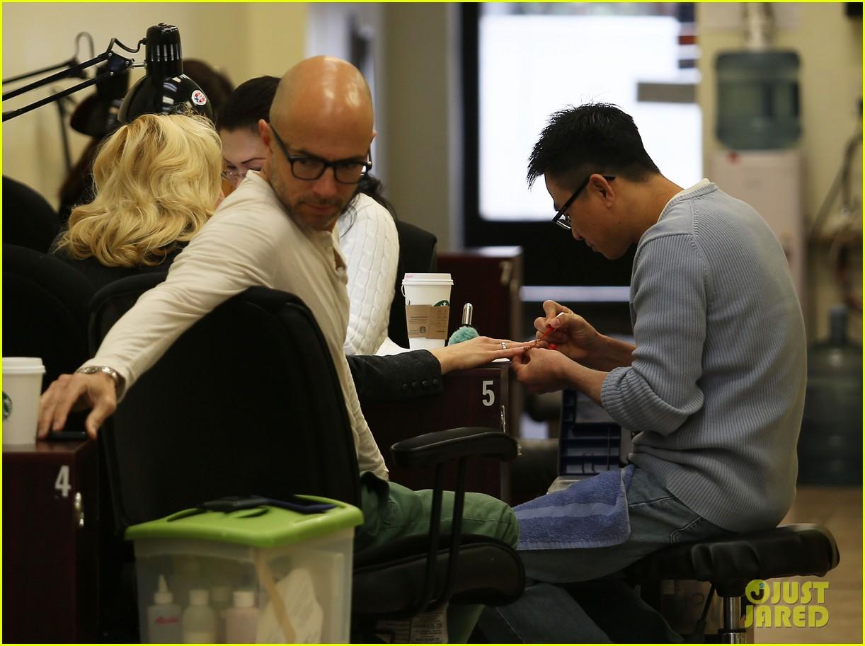 gwen stefani nail salon stop 092826681
