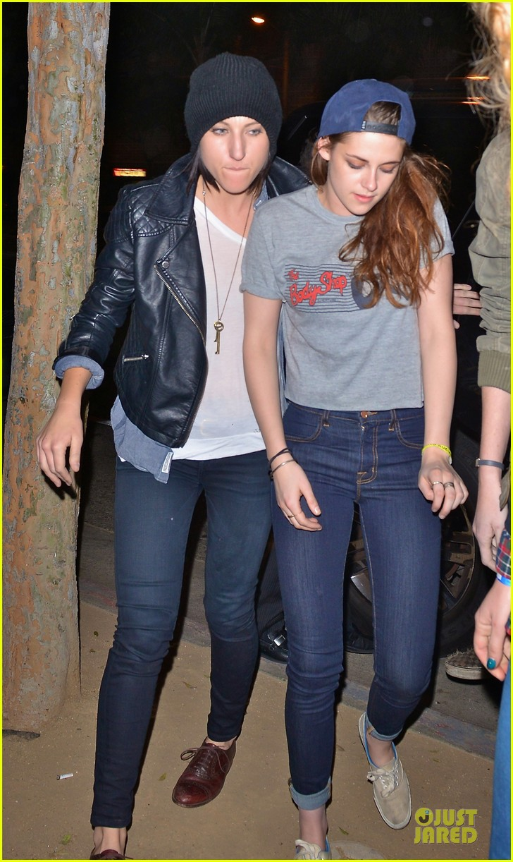 kristen stewart taylor lautner troubadour club outing 01
