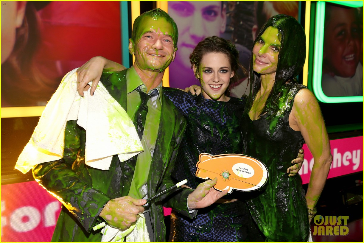 kristen stewart slime victim at kids choice awards 2013 022836536