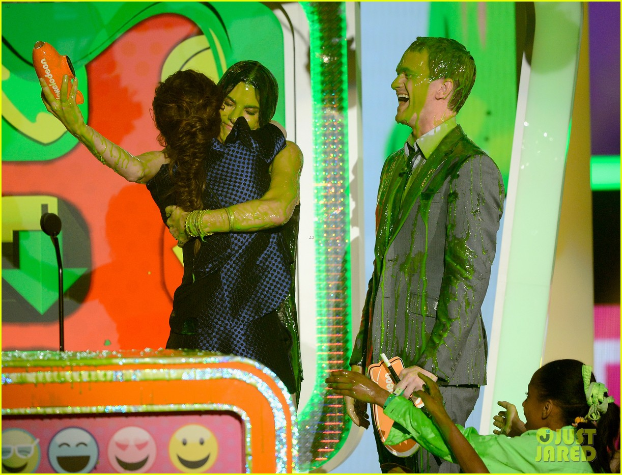 kristen stewart slime victim at kids choice awards 2013 082836542