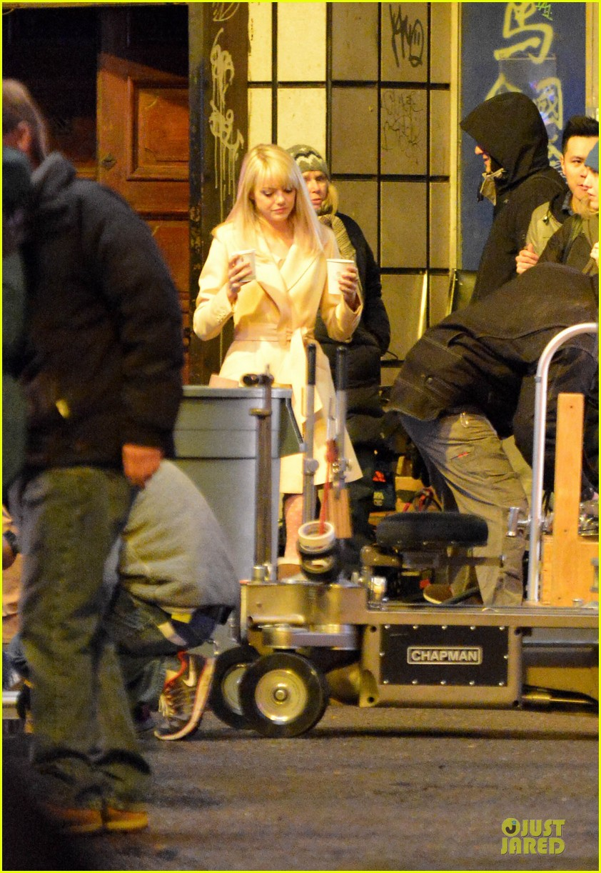 emma stone andrew garfield scene stealing couple on amazing spiderman 2 set 062823569
