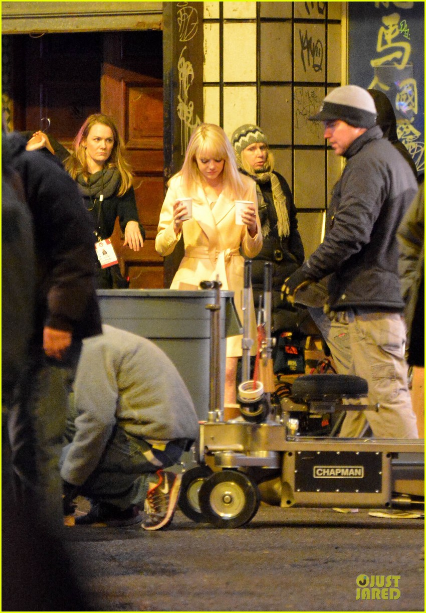 emma stone andrew garfield scene stealing couple on amazing spiderman 2 set 122823575