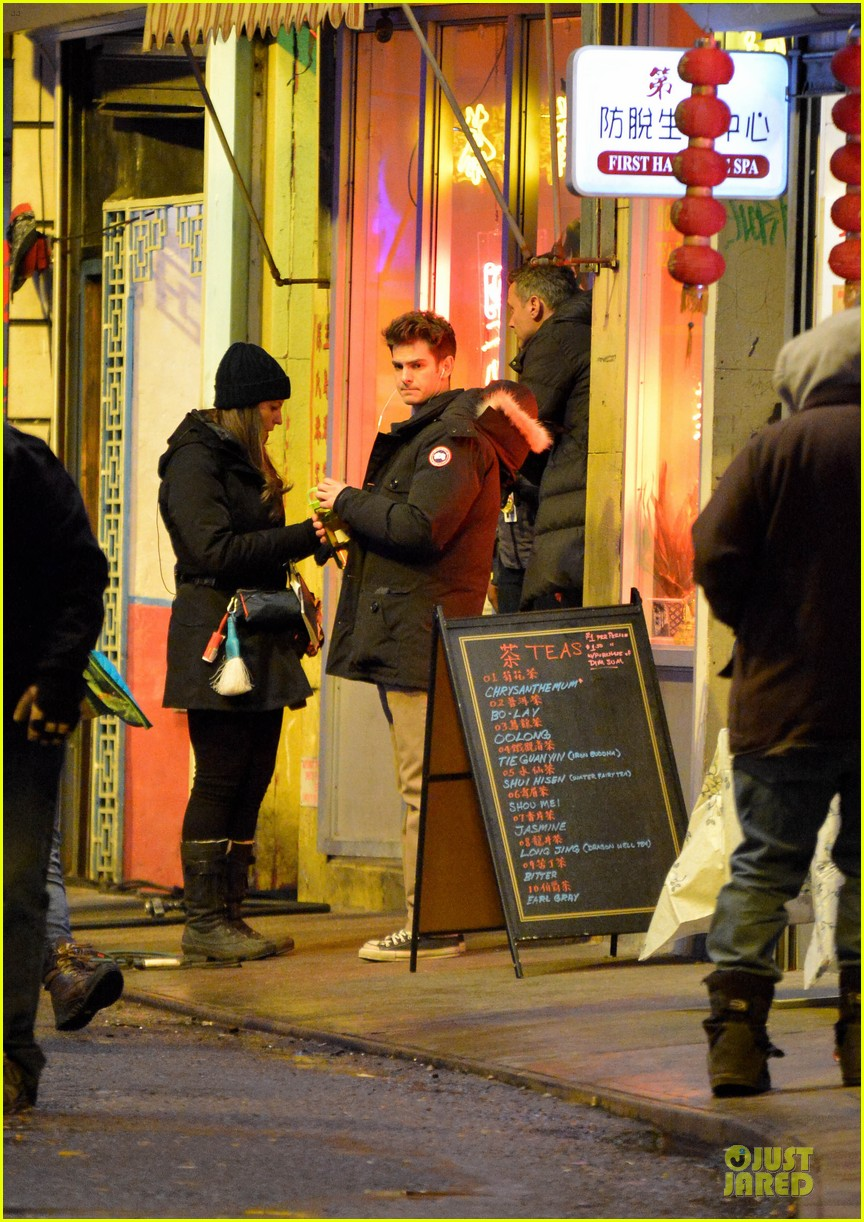 emma stone andrew garfield scene stealing couple on amazing spiderman 2 set 132823576