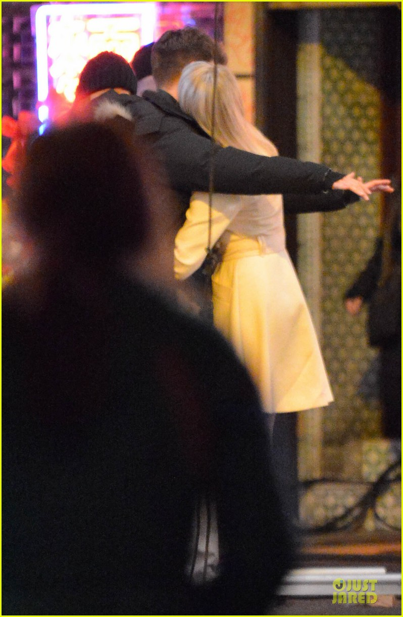 emma stone andrew garfield scene stealing couple on amazing spiderman 2 set 17