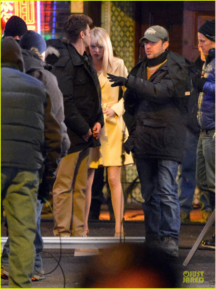 emma stone andrew garfield scene stealing couple on amazing spiderman 2 set 192823582
