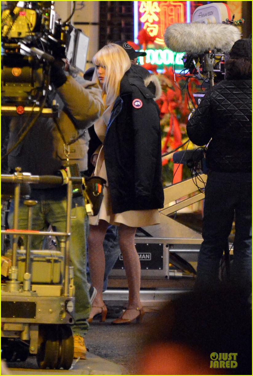 emma stone andrew garfield scene stealing couple on amazing spiderman 2 set 21