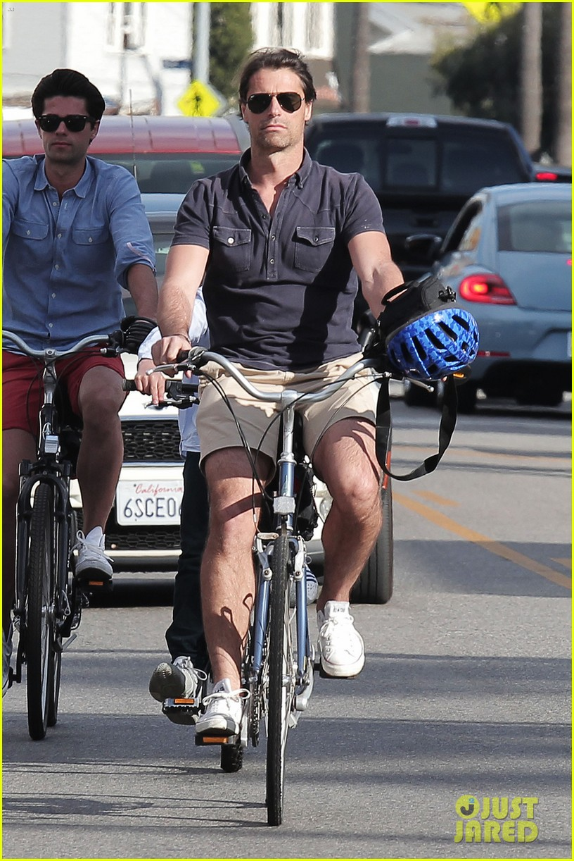 hilary swank laurent fleury bike riding duo 012824164