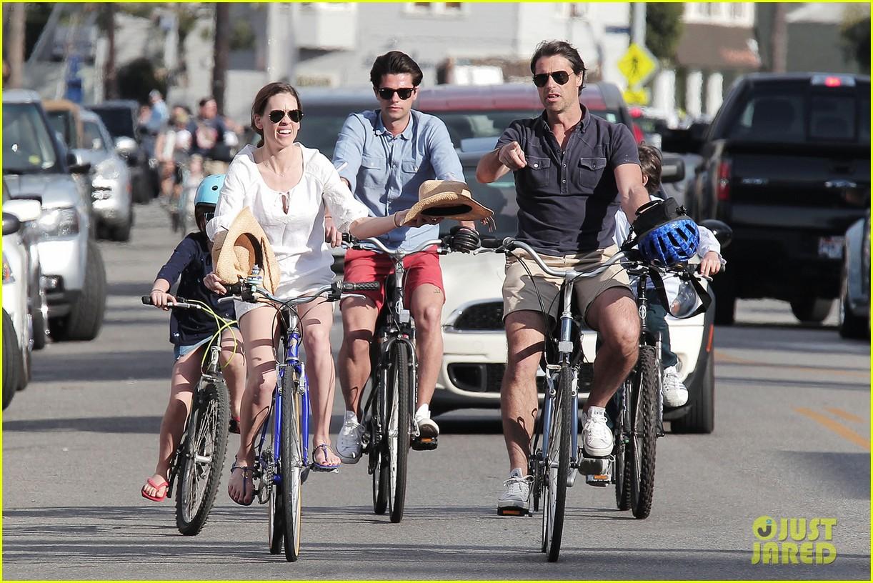 hilary swank laurent fleury bike riding duo 022824165