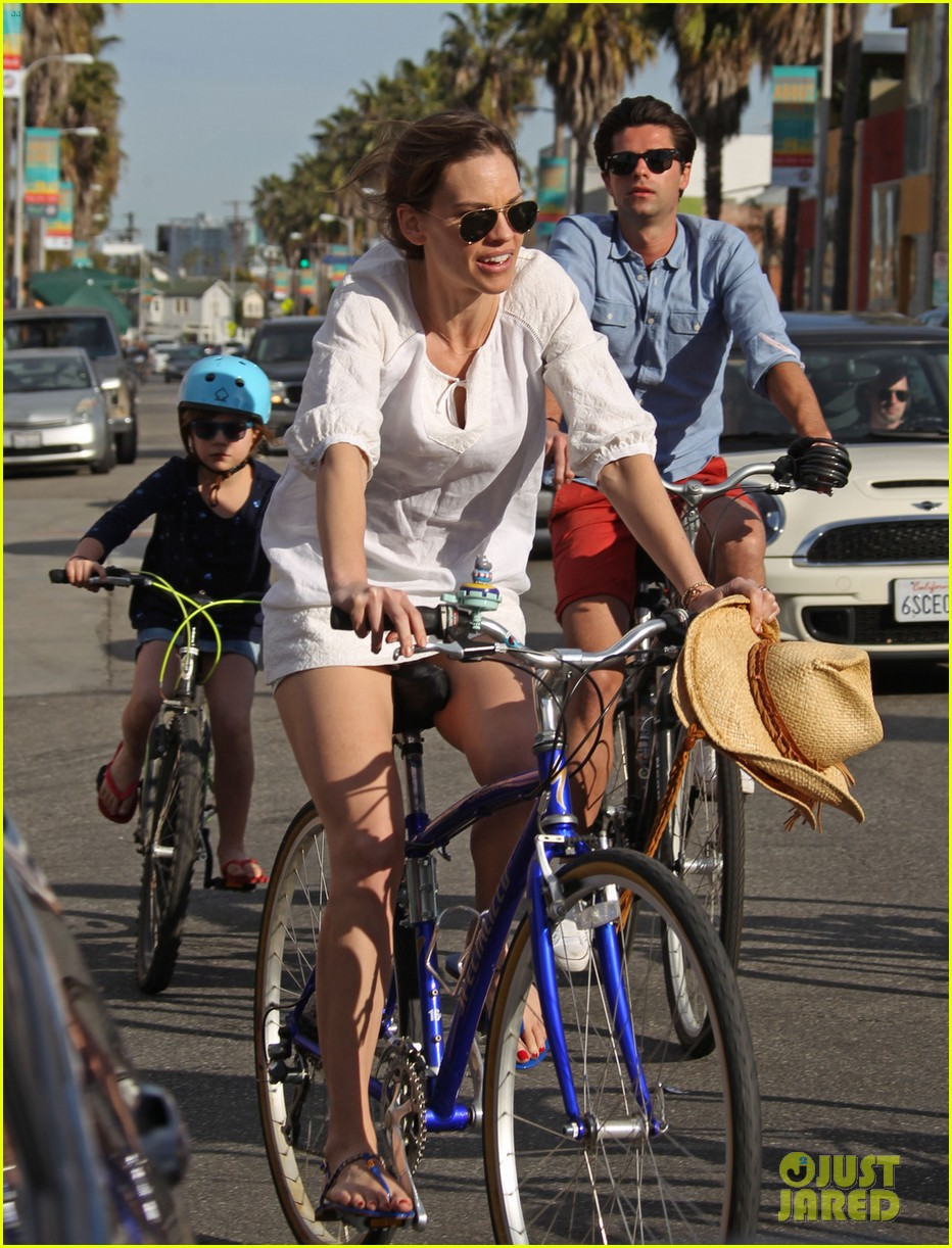 hilary swank laurent fleury bike riding duo 03