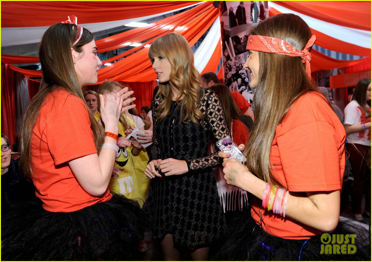 taylor swift club red meet greet in newark 032839099