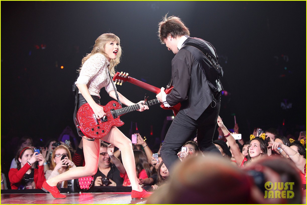 taylor swift club red meet greet in newark 072839103
