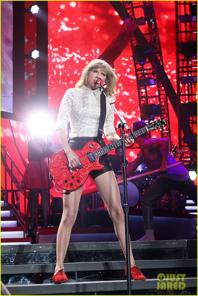 taylor swift club red meet greet in newark 202839116