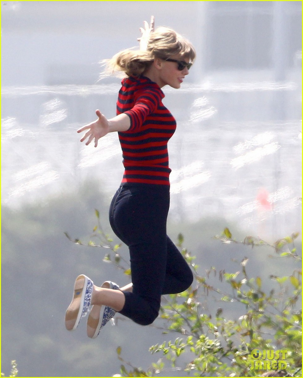 taylor swift trampoline jumper at photo shoot 02