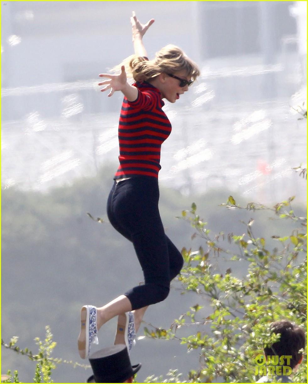 taylor swift trampoline jumper at photo shoot 072831753