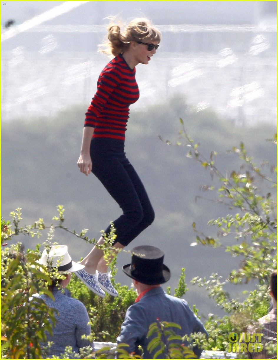 taylor swift trampoline jumper at photo shoot 122831758
