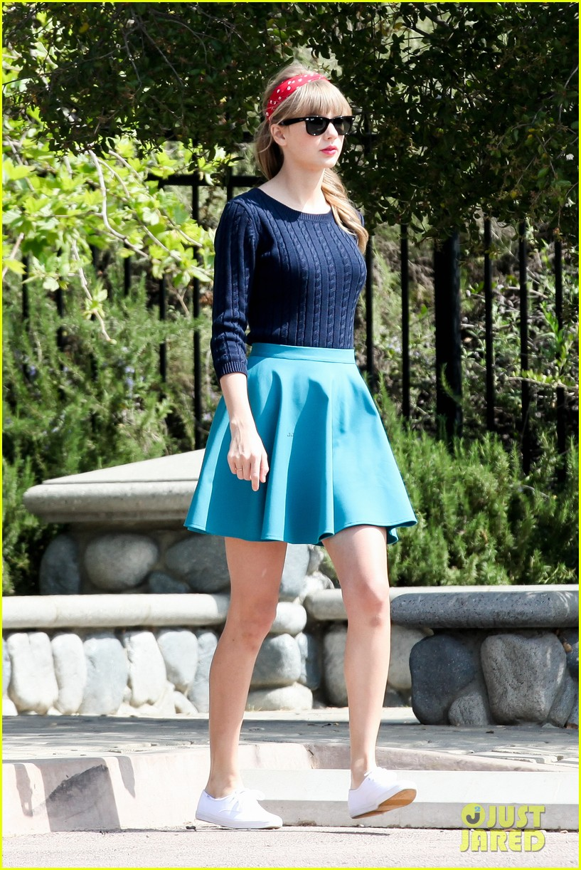 taylor swift trampoline jumper at photo shoot 212831767