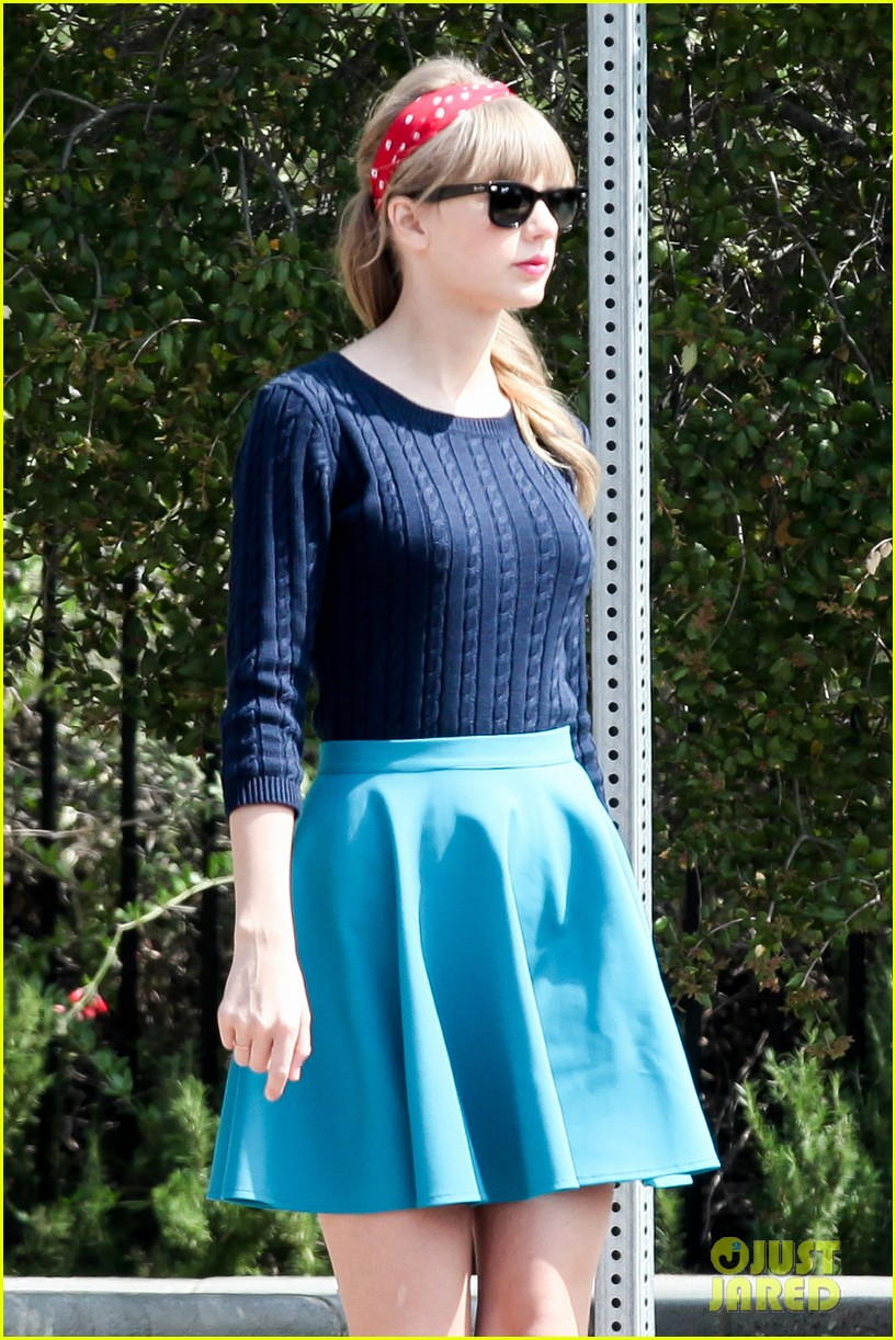taylor swift trampoline jumper at photo shoot 222831768